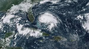 Ησαΐας: Έφτασε στην Βόρεια Καρολίνα ενισχυμένος σε τυφώνα – Χιλιάδες εκκενώσεις.