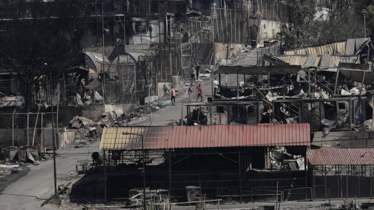Ολοκληρωτική η καταστροφή στη Μόρια – Ξέσπασε κι΄ άλλη πυρκαγιά
