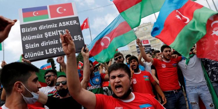 Η ανάμιξη της Τουρκίας περιπλέκει τη σύγκρουση στο Ναγκόρνο Καραμπάχ.