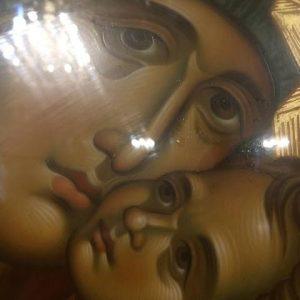 « με το έμπα του καλοκαιριού καίγεται η Εικόνα της ΒΑΡΝΑΚΟΒΑΣ με το έβγα κλαίει η ΠΑΡΗΓΟΡΗΤΡΙΑ , τι χειμώνας έρχεται παιδί μου;»