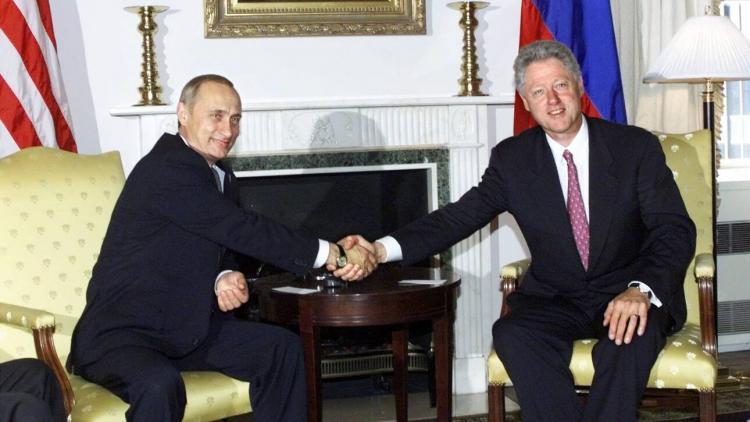 Αποκάλυψη: Η συνομιλία Πούτιν – Κλίντον για τη βύθιση του πυρηνικού υποβρυχίου «Κουρσκ» το 2000