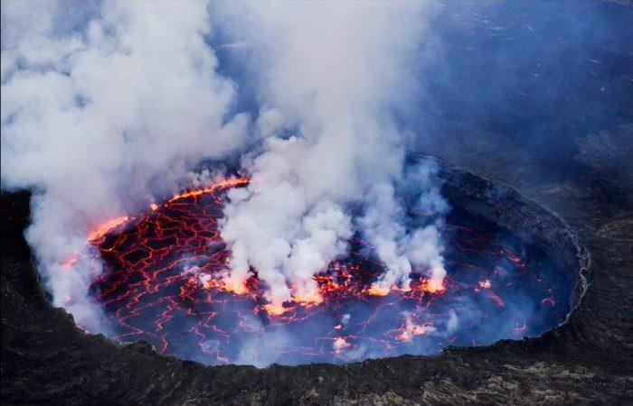 3 ηφαίστεια εκρήγνυται ταυτόχρονα, ενώ το σεισμικό σμήνος συνεχίζει να χτυπάει τη χερσόνησο του Ρέικιανες στην Ισλανδία.