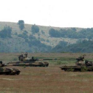 Η Βουλγαρία απειλεί με πόλεμο τα Σκόπια: «Θα στείλουμε το μηχανοκίνητο σύνταγμα και θα γκρεμίσουμε τα ψευτοαγάλματα»