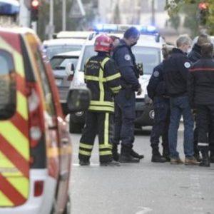 ΕΚΤΑΚΤΟ: Τρομοκρατική επίθεση σε Ελληνορθόδοξη εκκλησία στη Γαλλία – Σε κρίσιμη κατάσταση ο Έλληνας ιερέας (βίντεο)