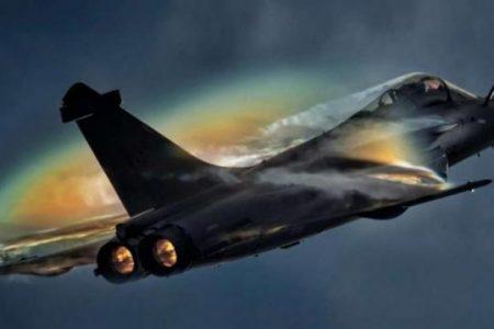 Πλήρως εξοπλισμένα έρχονται τα Rafale: Εντυπωσιασμένοι οι Έλληνες ιπτάμενοι – Πέταξαν μέσα στα Γαλλικά διθέσια