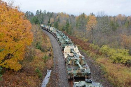 Οι ΗΠΑ μετακινούν αυτοπροωθούμενο πυροβολικό στα σύνορα με το Κεμπέκ. Αναφορές για κινεζικά στρατεύματα στον Καναδά.
