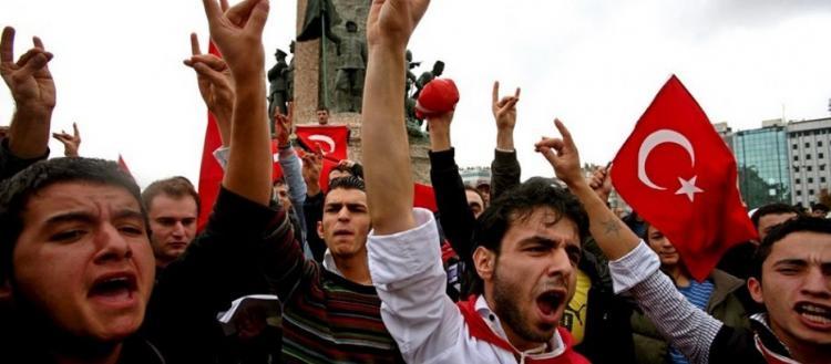 Το Παρίσι βγάζει εκτός νόμου τους «Γκρίζους Λύκους» της Τουρκίας