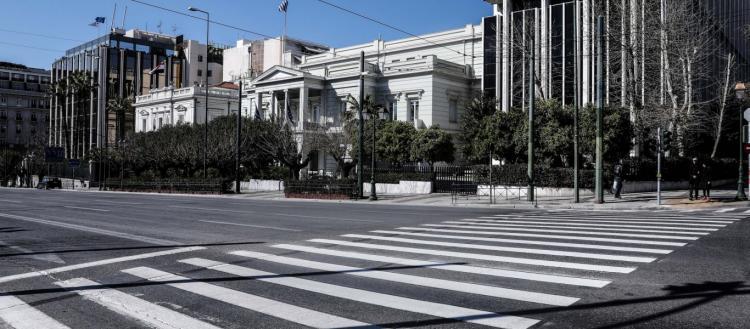 Τα επόμενα μέτρα που θα πάρει η κυβέρνηση: Καθολική απαγόρευση κυκλοφορίας και κλείσιμο δημοτικών σχολείων