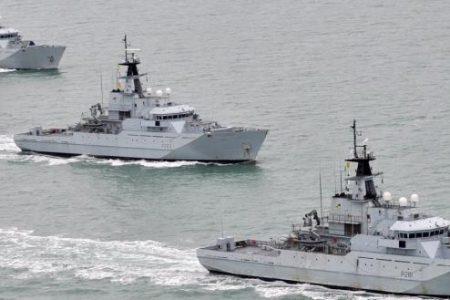 Το βρετανικό ναυτικό σε ετοιμότητα αν η ΕΕ επιθυμεί «no deal» για το Brexit: «Θα σεβαστούν την κυριαρχία μας»
