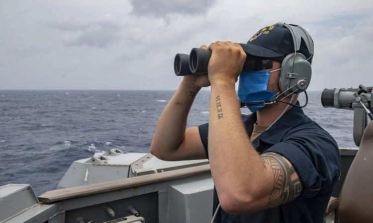 Πολεμικά πλοία από τρεις χώρες διέρχονται τα στενά της Ταϊβάν, καθώς οι περιφερειακές εντάσεις σιγοβράζουν.