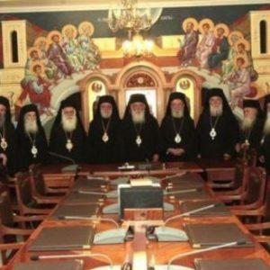«Κατέθεσε τα όπλα» η ηγεσία της Εκκλησίας: «Θα πειθαρχήσουμε στα κυβερνητικά μέτρα» – Σε αναβρασμό ο απλός κλήρος