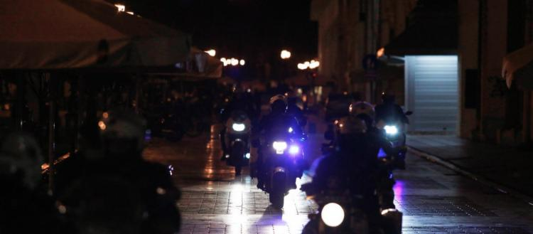 Πρόβα Χριστουγέννων; Η Αστυνομία συνέλαβε… τρία άτομα σε σπίτι στην Ξάνθη με την κατηγορία ότι έκαναν πάρτι!