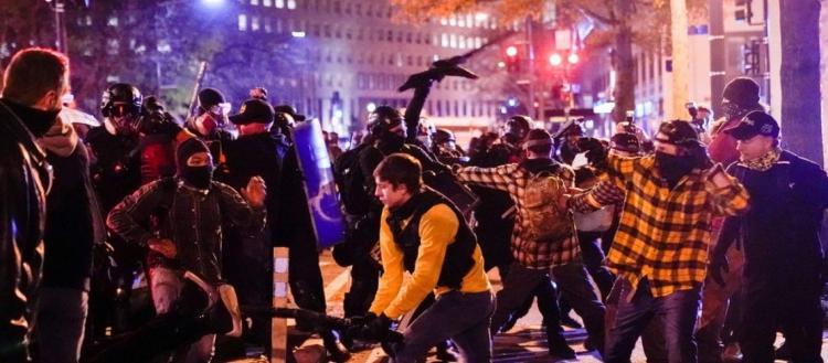 Χάος στην Ουάσιγκτον: Οι Antifa προσπάθησαν ακόμα και με όπλα να διαλύσουν συγκέντρωση υπέρ του Ν.Τραμπ (βίντεο)