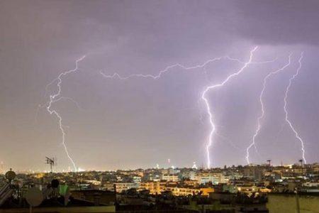 Ερχεται κύμα κακοκαιρίας από τα δυτικά – Καταιγίδες και θυελλώδεις άνεμοι θα «σαρώσουν» τη χώρα.