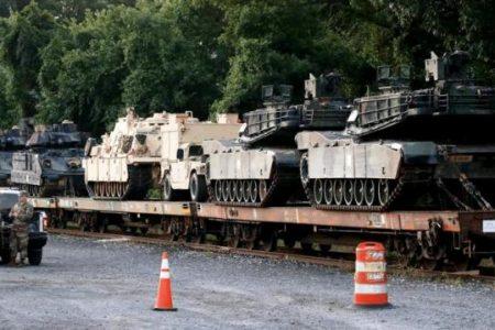 Στρατιωτικές ενισχύσεις συνεχίζουν να ρέουν στην Ουάσιγκτον
