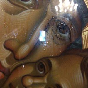 Σήμερα του Αγίου Πολυκάρπου όλο το πρόσωπο της ΠΑΝΑΓΙΑΣ της ΠΑΡΗΓΟΡΗΤΡΙΑΣ κατακλύστηκε με δάκρυα. Σαν να μας λέει « κάντε γρήγορα καρπούς άξιους ΜΕΤΑΝΟΙΑΣ, έρχονται πολλά» ΦΩΤΟΓΡΑΦΙΕΣ