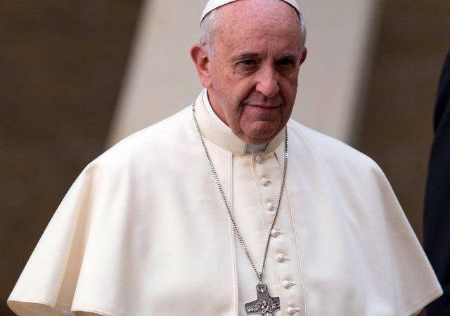 Αυτό το βίντεο θα συγκλονίσει όλους τους Καθολικούς! Ο Πάπας Εκπληρώνει την Προφητεία των Τελικών χρόνων το 2021.