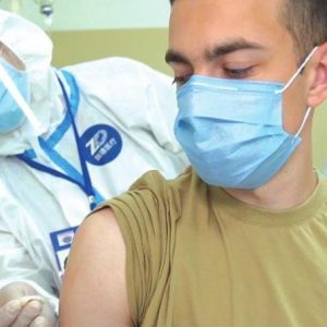 Νομίζατε ξεμπερδέψατε με ένα «τσιμπηματάκι»; BioNTech: «Εμβολιασμοί σε 3 δόσεις κάθε 1-2 χρόνια και…βλέπουμε»