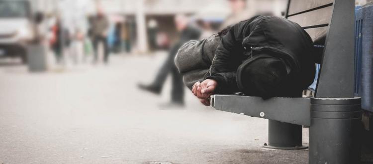 Απίστευτο περιστατικό στο Ηράκλειο – Έβαλαν πρόστιμο σε άστεγο που μέσα στον χιονιά έψαχνε να βρει καταφύγιο!