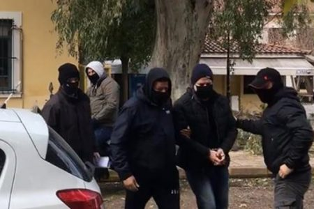 Προθεσμία για να απολογηθεί πήρε ο Δ.Λιγνάδης – Κατηγορείται για βιασμό κατά συρροή (βίντεο) (upd)