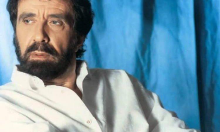 Θλίψη: Έφυγε από τη ζωή ο σπουδαίος τραγουδιστής Αντώνης Καλογιάννης.