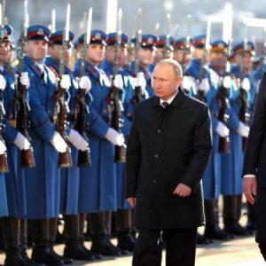 """Ο Πούτιν στέλνει """"εναέριους δολοφόνους"""" στη Σερβία."""