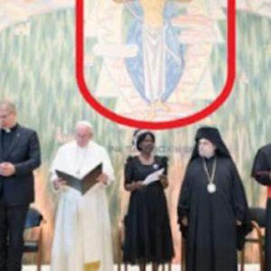 Ο Πάπας Φραγκίσκος ζητά «παγκόσμια διακυβέρνηση» και «εμβόλια για όλους» σε επιστολή του προς την Παγκόσμια Τράπεζα και το ΔΝΤ.