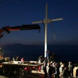«Σημεία & Τέρατα» στη Λέσβο: «Πρόκληση κατά της Τουρκίας η ανέγερση Σταυρού» λέει φιλοτουρκική ΜΚΟ – Πολεμούν την Ορθοδοξία
