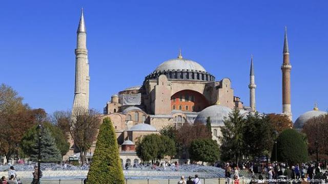 ΜΚΟ Οργανώνει Πορεία 40.000 Μεταναστών Από Κωνσταντινούπολη Προς Τον Έβρο