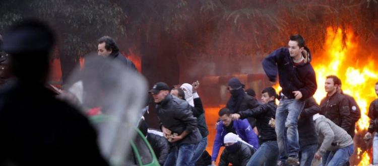 Πρωτοφανές: Η ΕΕ απείλησε τα Τίρανα ότι θα αναλάβει την διακυβέρνηση της Αλβανίας αν συνεχιστούν οι διαδηλώσεις!