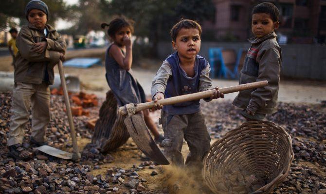 Εταιρείες Κολοσσοί: Όταν παιδιά 12 ετών δουλεύουν για να ντύνεσαι εσύ
