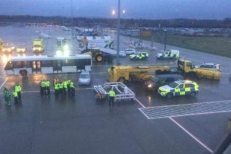 Σε καραντίνα πάνω από 100 επιβάτες πτήσης λόγω «μυστηριώδους ασθένειας»