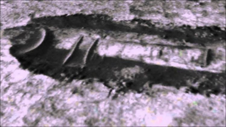 Ιδού: Εξωγήινο Διαστημόπλοιο Θάφτηκε στην Επιφάνεια του Άρη