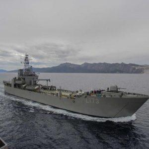 Σε «Εμπόλεμη» Κατάσταση Η Σάμος: Με Αρματαγωγά Μεταφέρονται Δεκάδες Αλλοδαποί