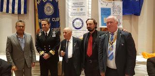 Τέως υπασπιστής του Προέδρου Δημοκρατίας, νυν Διοικητής Ναυστάθμου επιδίδει βραβείο ροταρυ!!!!!!! Ως εδώ…….