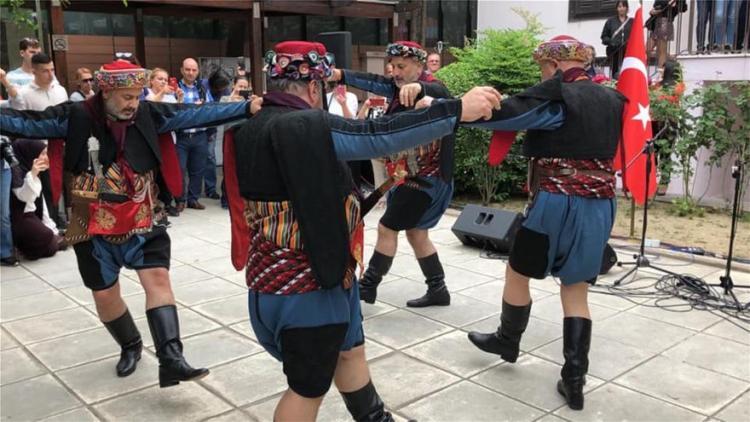 Γενοκτονία Ποντίων: Οι Τούρκοι έστησαν χορό στη Θεσσαλονίκη για να γιορτάσουν την κτηνωδία (Εικόνες)