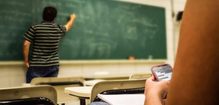 Πρόοδος ή Σκοτάδι; Η απόφαση που θα εφαρμοστεί ΑΜΕΣΑ παγκοσμίως – Φόβοι για τα ελληνικά σχολεία (ΒΙΝΤΕΟ)