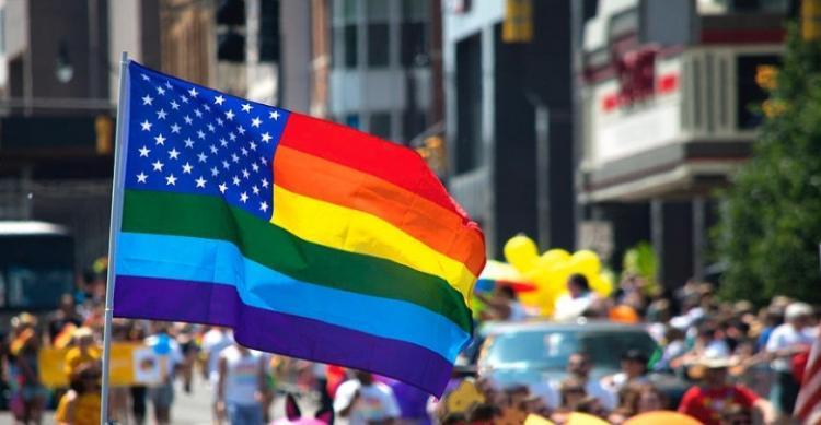 Και οι σημαίες μας θα πέσουν στο βωμό της προόδου;