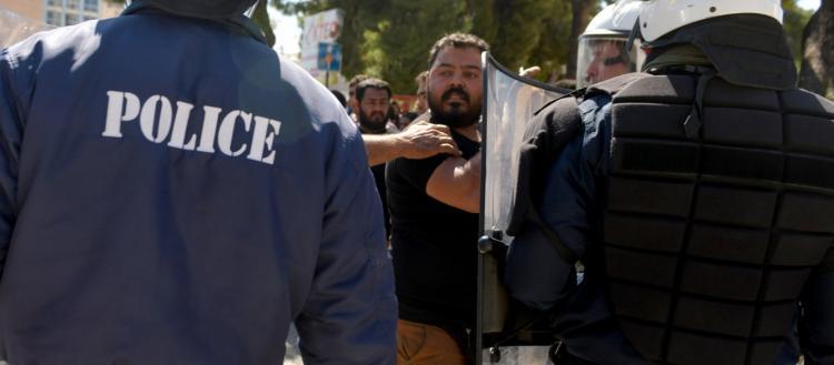 Άγρια συμπλοκή στο Μοναστηράκι: Ομάδες Ρομά κτυπιούνται με τσεκούρια και ρόπαλα (βίντεο)