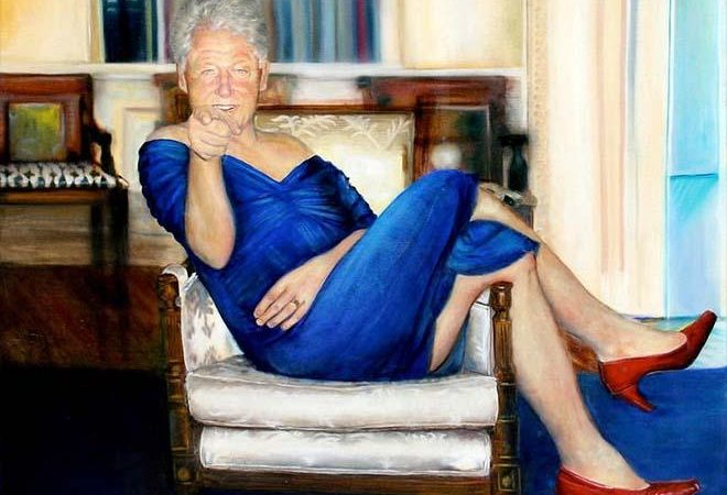 Ο Μπιλ Κλίντον με μπλε φόρεμα και κόκκινες γόβες