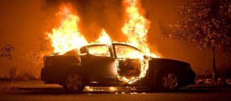Ρομά πυρπόλησαν 25 αυτοκίνητα στην Περαία – Δήμαρχος: «Να τους διώξουν – Οι συμπολίτες μας κλαίνε τις περιουσίες τους»