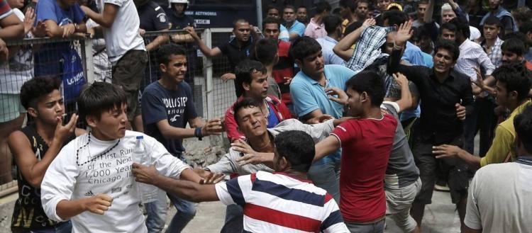 Κράτος υπό εισβολή: Αλλοδαποί επιτέθηκαν σε αστυνομικούς στη Σύμη λίγα 24ωρα μετά την παράνομη είσοδό τους στην Ελλάδα
