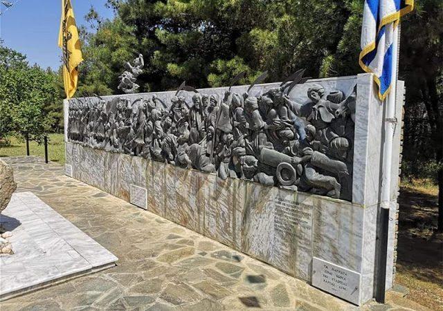 ΣΟΚ! Οι «ευάλωτοι» έ κ λ ε ψ α ν την μήκους 8 μέτρων (!) μπρούτζινη αναπαράσταση της Μάχης των Βασιλικών του 1821 που στήθηκε το 1998 !
