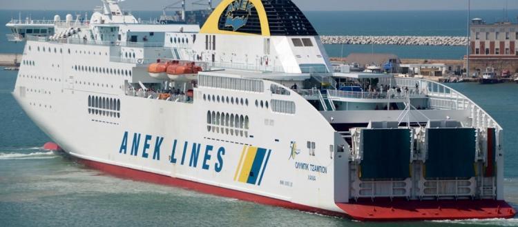 Μεγάλη φωτιά σε πλοίο στην Ηγουμενίτσα με 538 επιβάτες και εκατοντάδες οχήματα