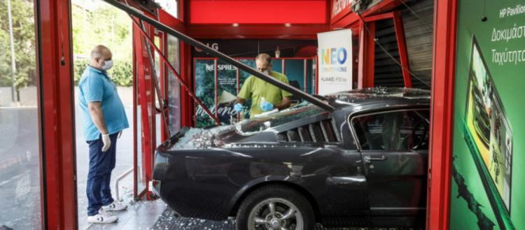 Ξανακτύπησε η συμμορία που «μπουκάρει» σε μαγαζιά με αυτοκίνητα: Μπήκαν σε διαγνωστικό κέντρο στον Πειραιά