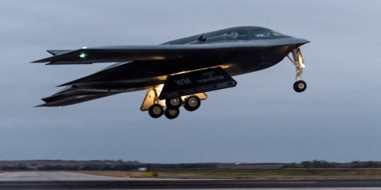 B-2: Οι ΗΠΑ στέλνουν τα «βαριά» βομβαρδιστικά τους στην Ευρώπη [pics]