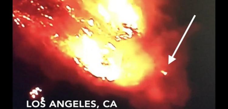 Ωραία! Τι ήταν αυτό; Φωτεινά γρήγορα αντικείμενα βάζουν πυρκαγιά.