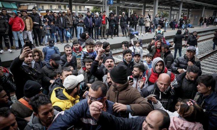 Σπείρα Αλγερινών γρονθοκόπησε Έλληνα στην μέση του δρόμου – Ξεφεύγει η κατάσταση (ΒΙΝΤΕΟ)