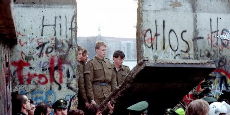 Πιθανή διάλυση ή σμίκρυνση της ΕΕ ισοδύναμο γεγονός με την πτώση του τείχους του ΑΙΣΧΟΥΣ στο Βερολίνο;