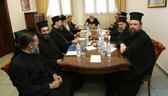 """""""Όλα Τα Ακίνητα"""" Θα Δώσει Ο Ιερώνυμος Για Να Μπούν «Μετανάστες»! Γιατί Δεν Τα Είχατε Δώσει Σε Έλληνες Αρχιεπίσκοπε;.."""